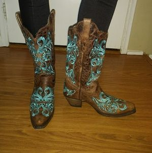 GORGEOUS Corral Embroidered Boots!